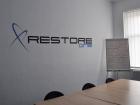 Logo-v-zasedací-místnosti